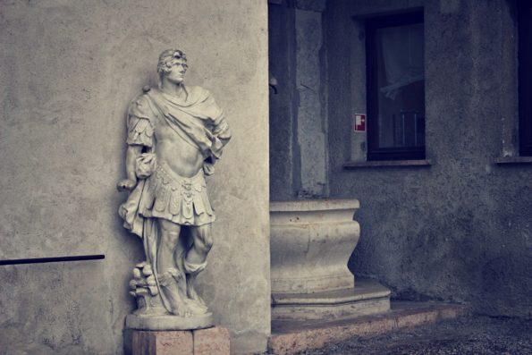 roman-statue-1263171_1920