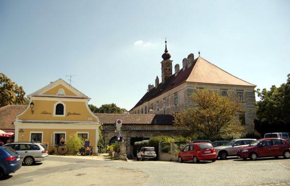 1024px-Retz_Schloss_Gatterburg