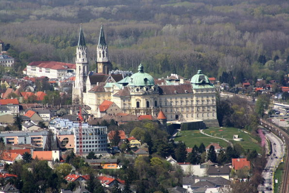 BwagWikimedia klosterneuburg 1024px-StiftKlosterneuburg_b